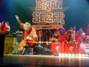 The Brian Setzer Orchestra – Christmas Rocks! To...